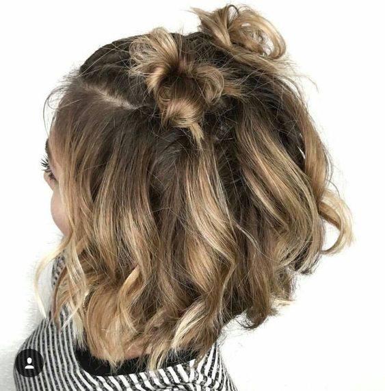 space buns cheveux bouclés